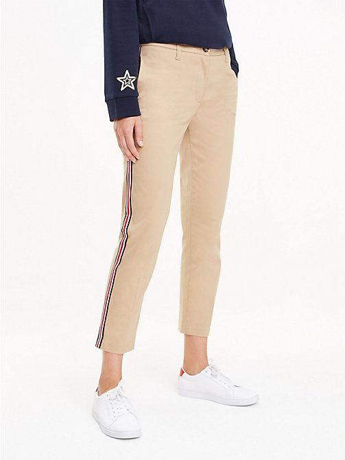 TOMMY HILFIGER Signature Tape Chinos - CLASSIC CAMEL - TOMMY HILFIGER Cropped Trousers - main image