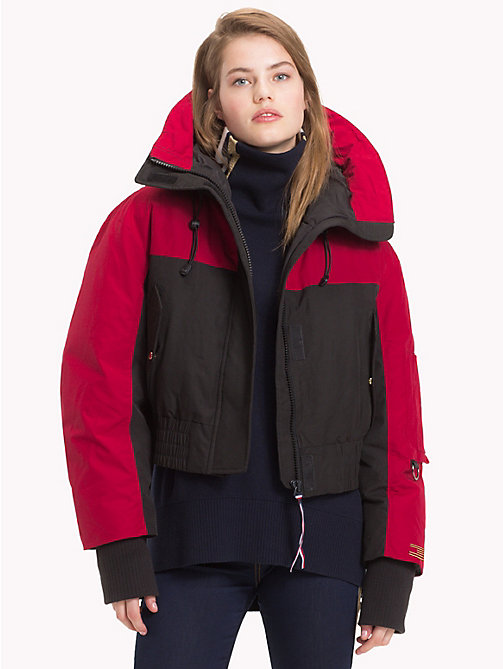 TOMMY HILFIGER Tommy Icons Cropped Parka - BLACK BEAUTY / RED - TOMMY HILFIGER TOMMY ICONS - main image