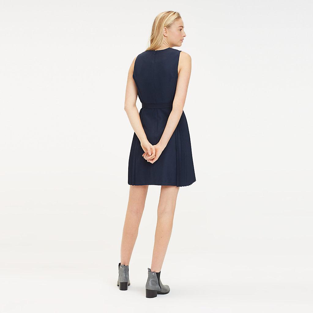 Tommy Hilfiger - Vestido corto de tejido reciclado y cuello de pico - 2