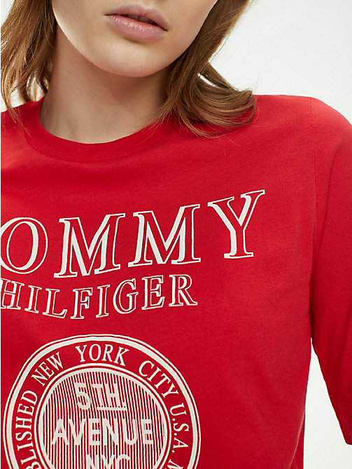 7586a630eb4b7 t-shirt à logo new york en coton bio red pour femmes tommy hilfiger