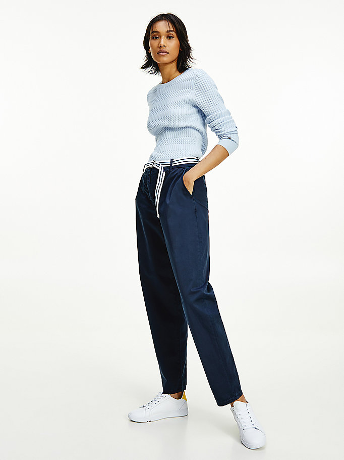 blauw th modern tapered chino met contrastriem voor women - tommy hilfiger