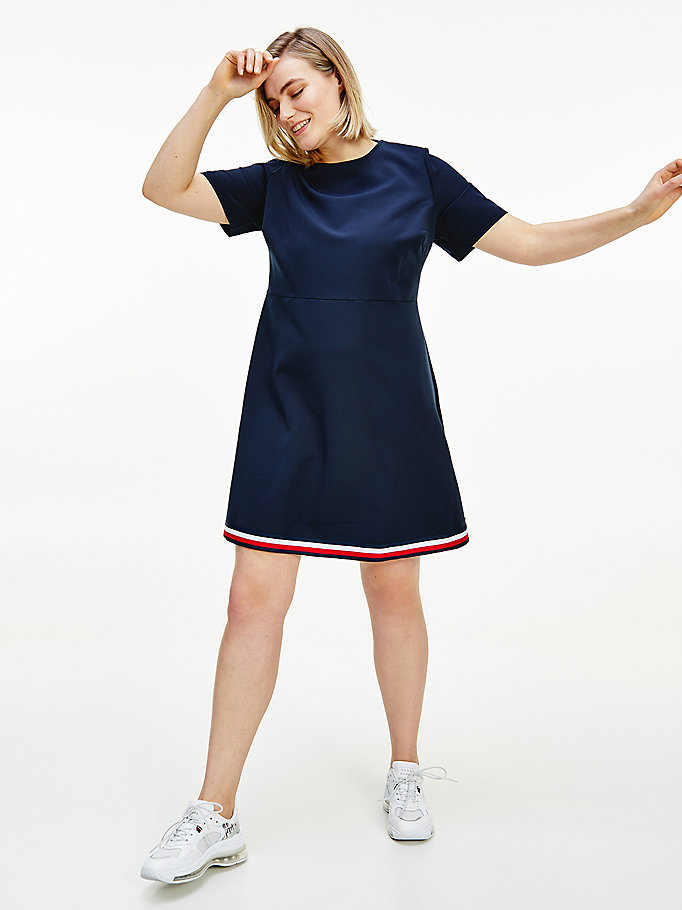 blauw curve fit and flare jurk met signature-tape voor dames - tommy hilfiger