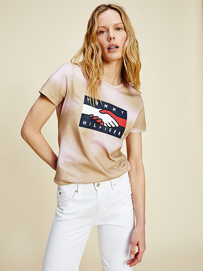 beige one planet flag t-shirt for women tommy hilfiger